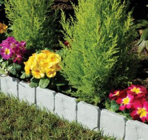 Cobbled Stone Effect lawn edging border
